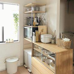 Small Apartment Interior, Small Apartment Decorating, Apartment Kitchen, Home Room Design, Interior Design Kitchen, Kitchen Layout, Kitchen Decor, Muji Home, Small Kitchen Organization