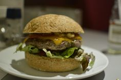 Burger Amsterdam: Burgermeester (Elandsgracht)   Cheeseburger im Burgermeester  Testbericht: http://hubert-testet.de/burger-amsterdam-burgermeester-elandsgracht/