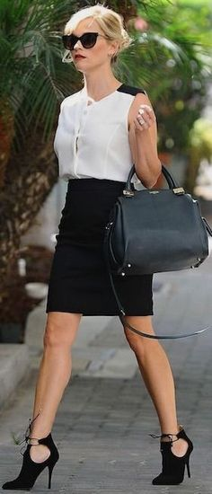 Reese Witherspoon With Black Cutout Pointy Ankle Booties | Black And White Spring celebrity Street Style | AQUAZZURA #reese