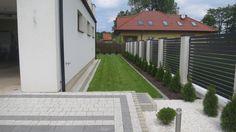 Minimalistyczny ogród w Warszawie • Zielono Mi Garden Modern, Sidewalk, Modern Gardens, Side Walkway, Walkway, Walkways, Pavement