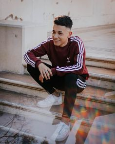 Lee y ya. Freestyle Rap, Boy Outfits, Casual Outfits, Mens Photoshoot Poses, Urban Style Outfits, Photography Poses For Men, Best Portraits, Adidas Outfit, Hot Boys