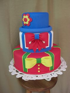bolo-cenografico-patati-patata-fake Carnival Cakes, Circus Cakes, Carnival Themed Party, Sweet Cakes, Cute Cakes, Baby Birthday, Birthday Cake, Bolo Fack, Clown Cake