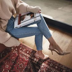 Knit sweater and jeans. How to style cozy sweater with denim. Nude sweater and blue jeans. Fashion Mode, Fashion Outfits, Womens Fashion, Denim Fashion, Fashion Clothes, Style Fashion, Fashion Ideas, Fashion Beauty, Fashion Tips