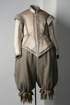 1627 File:Dräkt tillhörande Gustav II Adolf - Livrustkammaren - Costume (doublet and breeches) associated with Gustavus Adolphus of Sweden 16th Century Fashion, 17th Century Clothing, Renaissance Clothing, Antique Clothing, Historical Costume, Historical Clothing, Baroque Fashion, Vintage Fashion, Vintage Outfits