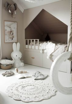 I have two stunning homes to show you today: a pared-back family house and seaside cabin, both belonging to Norwegian interiors consultant Astrid Marie Vie. Childrens Bedroom Furniture, Bedroom Decor, Childrens Beds, Baby Bedroom, Colorful Picture Frames, Shared Bedrooms, Soothing Colors, Living Room Windows, Cozy Room