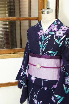 宵闇のような濃紺色地に、紫美しい桔梗の花が凛と浮かび上がる注染レトロ浴衣です。 #kimono