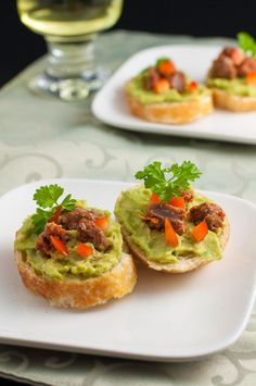 5 tips for making Crostini. Chorizo and Guacamole with Red Pepper. |www.flavourandsavour.com