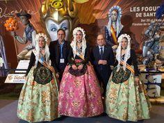 El Alcalde de Alicante, Gabriel Echávarri, visita #Fitur2016 con la Bellesa del Foc y sus damas. #Alicante #CostaBlanca