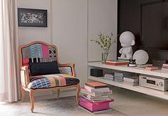 Cadeira livros estante