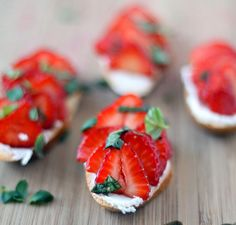 Balsamic strawberry and goat cheese crostini