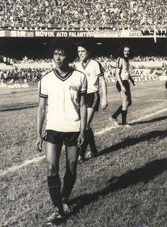 Jogo amistoso entre artistas realizado no Maracanã durante a década de 1980