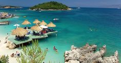 Um dos principais cartões-postais da Albânia é o balneário de Ksamil (na foto), formado por areia fofa e água azul-turquesa