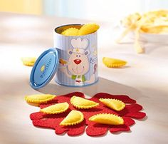 Haba's Biofino Ravioli Tin is a great Italian inspired pretend play food toy. Kids will love playing with these yummy cheese filled dinner toys. Pretend Play Kitchen, Play Kitchen Sets, Toy Kitchen, Ravioli, Kids Toys Online, Childrens Kitchens, Wooden Food, Play Food, Toys Shop