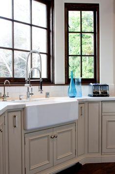 """white kitchen mediterranean kitchen Farrow and Ball """"Clunch"""" Kitchen Sink Design, Kitchen Cabinet Colors, Painting Kitchen Cabinets, Kitchen Decor, Kitchen Ideas, Kitchen Stuff, Mediterranean Kitchen, Cabinet Design, Cabinet Ideas"""