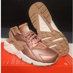 Nike Air Huarache Run SE Rose Gold Metallic Red Bronze Elm 8 Sneakers 859429 900 #Nike #Running