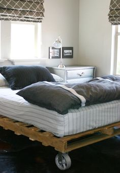 Love the pallet bed on castors - thinking this could be a great idea for a cheap bed for the spare bedroom.