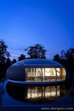 Houseboat Living With Images Houseboat Living