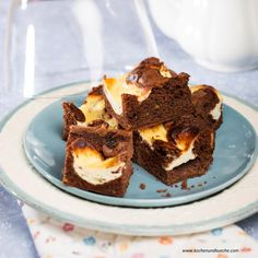 Schokolade-Topfen-Pistazien-Brownies Brownies, Mona, Desserts, Pie, Pistachios, Bakeware, Dessert Ideas, Cooking Recipes, Cakes