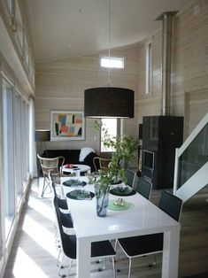 Find home projects from professionals for ideas & inspiration. Winterhaus Modell Pyry von Kontio by Woody-Holzhaus - Kontio Cosy Interior, Rectangle Dining Table, White Dining Room, Dining Table, Wooden House, Dining Design, Interior Design Styles, Scandinavian Dining Room, Interior Design