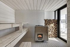 a sauna appliance? Four-Cornered Villa, Avanto Architects, sauna, light gray wood-panelled room with wooden planks Sauna Steam Room, Sauna Room, Design Sauna, Scandinavian Saunas, Scandinavian Style, Modern Saunas, Sauna Seca, Outdoor Sauna, Compact House