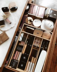 Happiness is a perfectly organized makeup drawer ? Happiness is a perfectly orga Happiness is a perfectly organized makeup drawer ? Happiness is a perfectly organized makeup drawer ? Good Makeup Storage, Makeup Drawer Organization, Bookshelf Organization, Make Up Storage, Bathroom Organization, Storage Ideas, Organization Ideas, Bathroom Makeup Storage, Bathroom Ideas