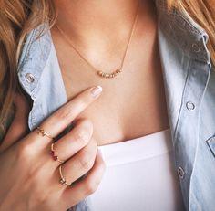 🆕🔝 Minimum zbytočností, maximum krásy. Malé vyhotovenia, veľký efekt. Minimalizmus nás chytil za srdce. Nádherné priame šperky dýchajúce symbolikou. 💍 iZlato miluje, keď vás môže zdobiť krásnymi šperkami. 💖 Novinky z radu prsteňov nájdete na stránke iZlato 👀 Arrow Necklace, Jewelry, Fashion, Moda, Jewlery, Bijoux, Fashion Styles, Schmuck, Fasion
