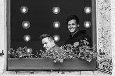 Wer schaut denn da aus dem Fenster? Wincent Weiss bei seinem Auftritt in Erkelenz 2017. Weitere Bilder entdeckt ihr auf der Website :) Foto: Sarah Kaiser, Musikiathek