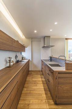 Asian kitchen with skylight and recessed lights Light Wood Cabinets, Wood Kitchen Cabinets, Wooden Kitchen, Asian Kitchen, Japanese Kitchen, Beautiful Kitchen Designs, Brown Kitchens, Kitchen Photos, Kitchen Ideas