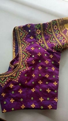 Lovely blouse with cross stitch Simple Blouse Designs, Silk Saree Blouse Designs, Bridal Blouse Designs, Blouse Neck Designs, Sari Blouse, Silk Sarees, Embroidery Neck Designs, Hand Embroidery, Embroidery Works
