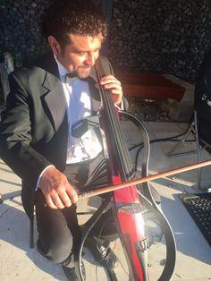 Violoncello eléctrico, Cello Yamaha Silent.  Cuarteto de cuerdas eléctrico Electroclasicos, Electric String Clásico.  Músicos para eventos en Santiago de Chile.