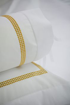 Gatsby: A simple, understated design, adaptable to any setting. Choose from an array of embroidery colors.