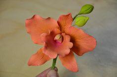 - Cattleya Orchid; handmade gum paste flower. Tania Ataoellah-Henriquez Sugar flower Artist. www.thesweetestsin.nl