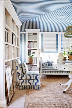 Have you ever seen a window seat you didn't like? In fact, having a window seat is up there at the top of our wish list for the new house, along with a… Mark Sikes, Hollywood Hills Homes, Living Spaces, Living Room, California Homes, Architectural Digest, Interiores Design, Chinoiserie, Decoration