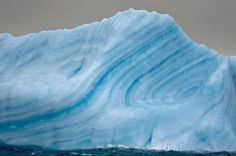 Stripes Iceberg in Antarctica, occurs when a crevice in the iceberg fills up with water, which freezes so quickly that no bubbles form. (taken from 40 Breathtakingly Rare and Natural Phenomena That Actually Exist on Earth. Blues In The Night, Science Fiction, Natural Phenomena, Packing Tips For Travel, Green Stripes, Natural World, Mother Nature, In This World, Landscape Photography