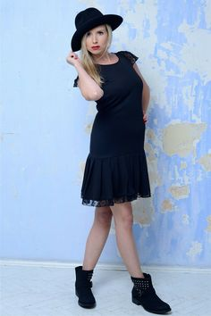 Šaty se skládanou sukní