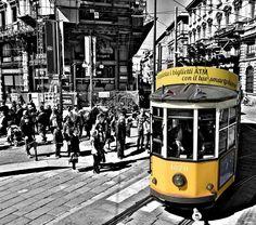 Tutti sul Tram Milano  Foto di Chiara Ancalime Colla #milanodavedere Milano da Vedere