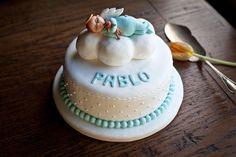 Tartas para el bautizo más entrañable.     ¡Encarga la tuya en http://www.carlotas.com/tartas-decoradas.html!