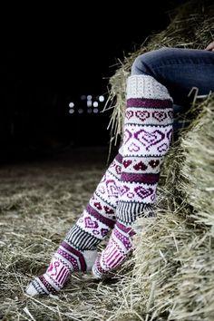 Sinikka's Heart Socks Novita 7 Veljestä Crochet Socks, Knit Or Crochet, Filet Crochet, Knitting Socks, Free Knitting, Knitting Patterns, Knitted Boot Cuffs, Wool Socks, Argyle Socks
