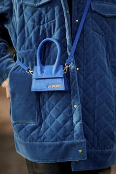 Love everything from Jacquemus. and isn't this tiny blue bag so cute? Love everything from Jacquemus. and isn't this tiny blue bag so cute? Trend Fashion, Fashion Bags, Fashion Accessories, Fashion Ideas, Mochila Louis Vuitton, Fendi, Jacquemus Bag, Recycle Old Clothes, Ugg