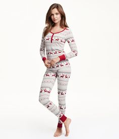 Pyjamas in jersey. Long-sleeved top with ribbed cuffs. Leggings with an elasticated waist and ribbed hems. Cute Sleepwear, Loungewear, Long Sleeve Pyjamas, Long Sleeve Tops, H&m Lingerie, Cuddle Duds, Pijamas Women, Holiday Pajamas, Cute Pajamas
