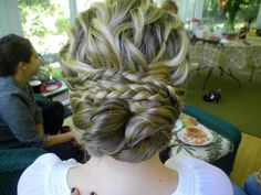 curl hair, pin into sections on the top, pull into soft bun. Make two side french braids by ears, pull over each other and over the bun. Pin into place. Side Hairstyles, Fancy Hairstyles, Ponytail Hairstyles, Updos, Hair Heaven, Beautiful Long Hair, Love Hair, Hair Dos, Fall Hair