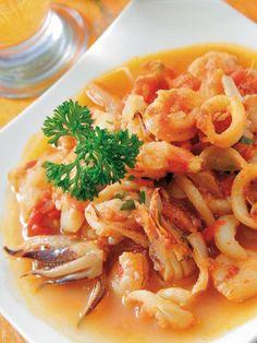 Calamares con gambas al ajo arriero Receta Spanish Cuisine, Spanish Tapas, Spanish Food, Seafood Recipes, Mexican Food Recipes, Ethnic Recipes, Spanish Appetizers, Portuguese Recipes, Kitchen Dishes