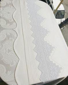 """481 Beğenme, 8 Yorum - Instagram'da Karanfil Çeyiz Ayşe Köse (@karanfillceyizz): """"Pike seti fiyat sipariş ve tüm sorularınız icin ☎️05379929639"""" Decoration Bedroom, Doilies, Bed Sheets, Diy And Crafts, Crochet, Interior Design, Moda Emo, Piercings, Home Decor"""