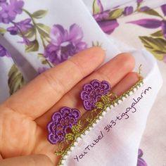 Neuen 6 Modellen : Lot Bestel 57 Baby Vest Vest Booties Breimodellen - Lilly is Love Crochet Flower Patterns, Baby Knitting Patterns, Crochet Flowers, Baby Vest, Rick Rack, Drops Design, Beautiful Crochet, Flower Crafts, Needlework