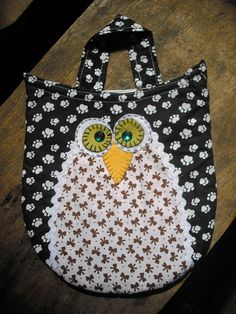 Lixeirinha para Carro - Coruja Owl, Patchwork Bags, Sewing Clothes, Pot Holders, Diy And Crafts, Projects, Creative Ideas For Home, Crochet Tote, Gift Ideas