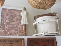 Lavar, colocar y planchar la ropa no es de las tareas que peor llevo de la casa, me gusta el olor a limpio que desprende la ropa al tenderla y lo bonita que queda después colocadita en los armarios y los burros. Pero si tuviera un rincón como el que te enseño hoy en el…LEER MÁS