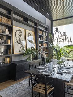 Large format art in bookcase dark paint colors Home Interior Design, Interior And Exterior, Interior Decorating, Dining Room Inspiration, Home Decor Inspiration, Design Hotel, House Design, Design Offices, Modern Offices