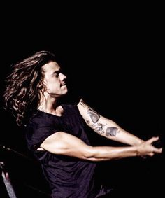 OMYGOD HIS MUSCLES