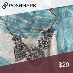 Flower necklace Mint condition flower necklace Premier Designs Jewelry Necklaces