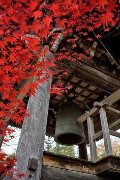 Temple bell in Takayama Hida Takayama, Takayama Japan, Temple Bells, Turning Japanese, Visit Japan, Japan Photo, Japanese Maple, Acer Palmatum, Nihon